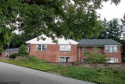 Elkins Single Family Home For Sale: 110 Oak Street