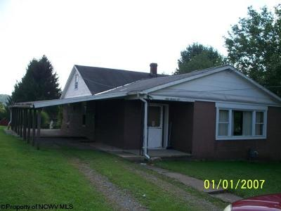 Elkins Single Family Home For Sale: 102 Cross Street