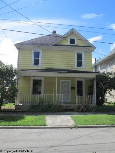 Elkins Single Family Home For Sale: 39 Vine Street