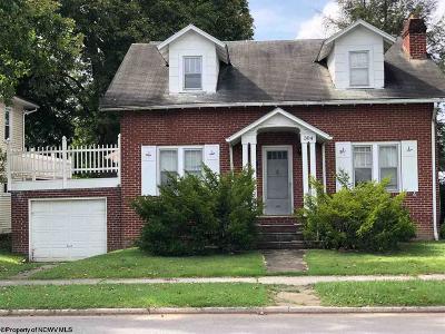 Elkins Single Family Home For Sale: 304 Robert E Lee Avenue