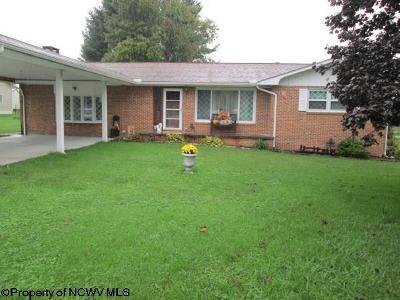 Elkins Single Family Home For Sale: 131 Hillcrest Drive