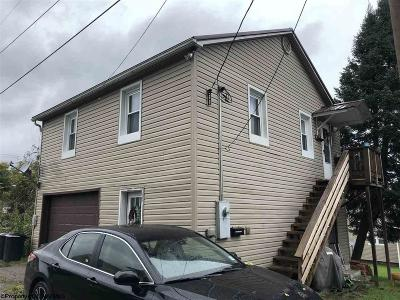 Elkins Single Family Home Contingent: 515 1/2 Yokum Street