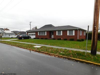 Elkins Single Family Home For Sale: 2 Graham Street
