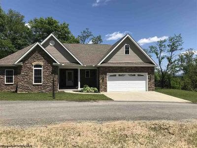 Morgantown Single Family Home For Sale: 101 Mountain Lane