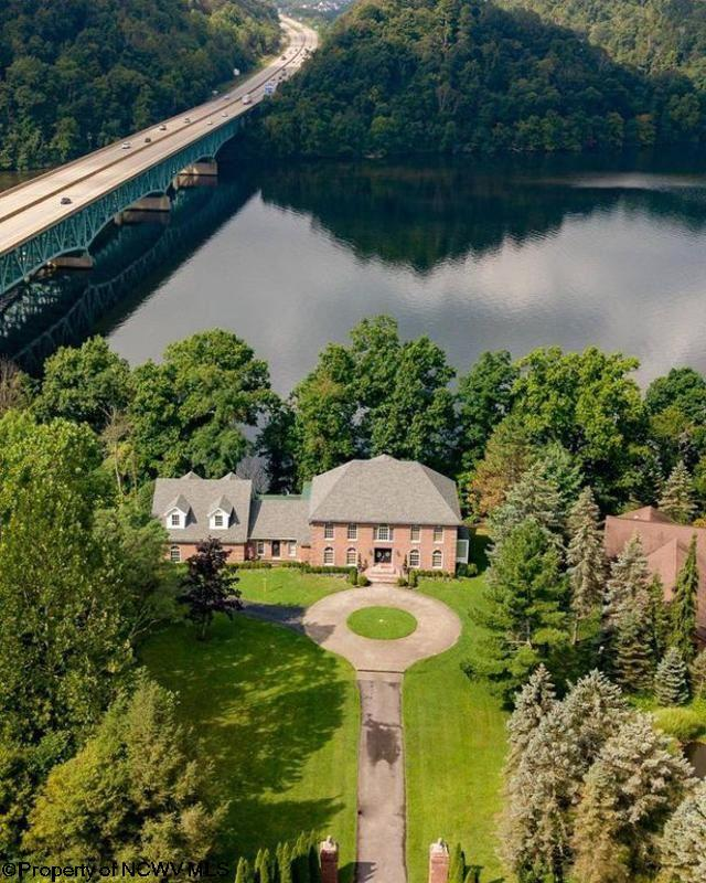 207 LAKEVIEW Drive,