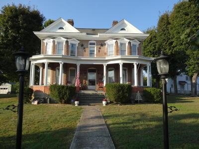 Alderson Single Family Home For Sale: 402 Chestnut Avenue East