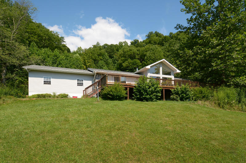 1712 Locust Creek Road, Hillsboro, WV 24946 - Listing #:18-1403