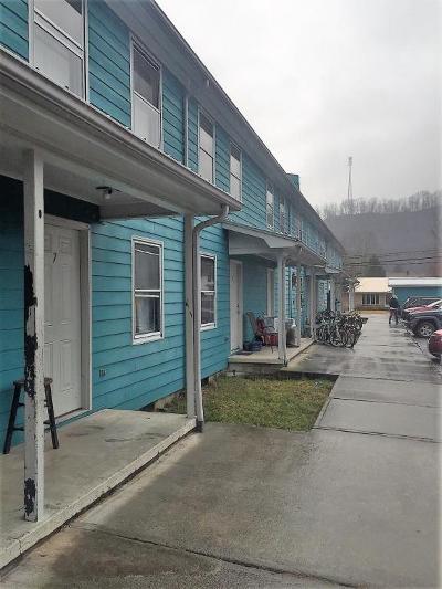 Alderson Multi Family Home For Sale: 230 Davis St