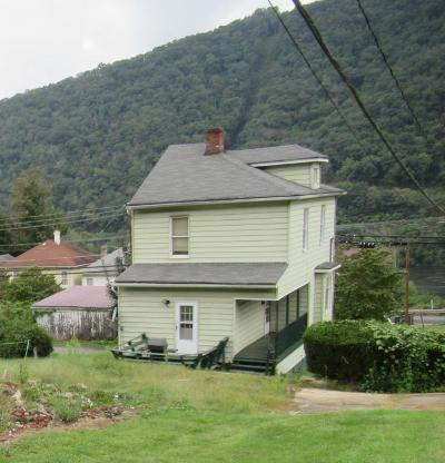 Hinton WV Single Family Home For Sale: $180,000