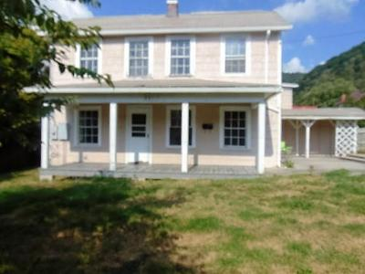 Hinton WV Single Family Home For Sale: $34,900