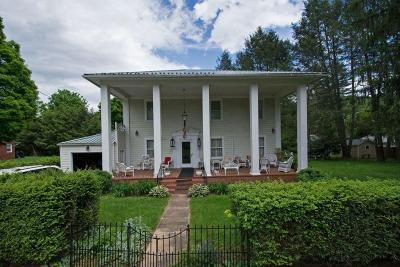 Alderson Single Family Home For Sale: 102 Virginia St