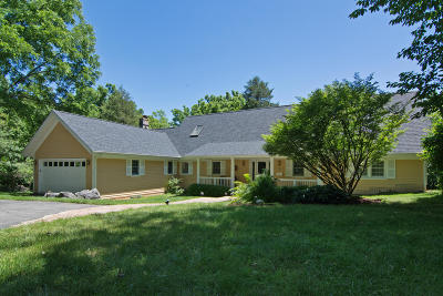 Lewisburg Single Family Home For Sale: 676 McElhenny Rd