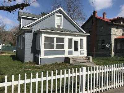 Single Family Home For Sale: 164 Spring St