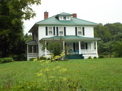 Greenbrier County Single Family Home For Sale: 4504 Highland Trl