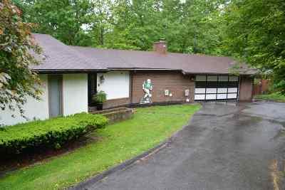 Huntington Single Family Home For Sale: 152 Honeysuckle Lane