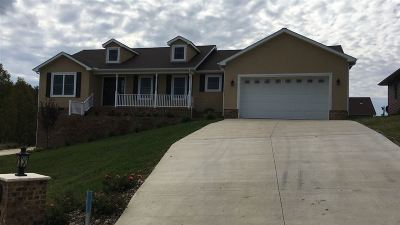 Milton Single Family Home For Sale: 7 Maxwell Circle