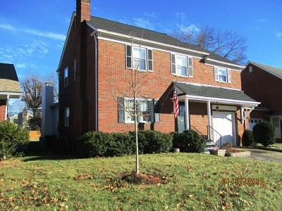 Huntington Single Family Home For Sale: 174 Edison Drive