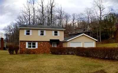 Huntington Single Family Home For Sale: 5 Tecumseh Trail