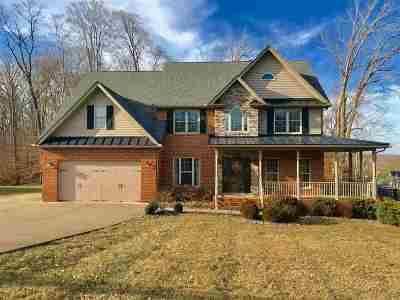 Huntington Single Family Home For Sale: 2 Pinecrest Lane