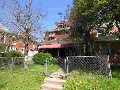 Huntington Single Family Home For Sale: 510 7th Avenue
