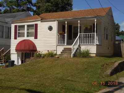 Huntington Single Family Home For Sale: 225 Green Oak Drive