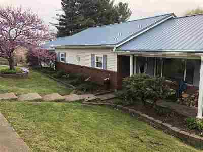 Huntington Single Family Home For Sale: 44 Dogwood Lane