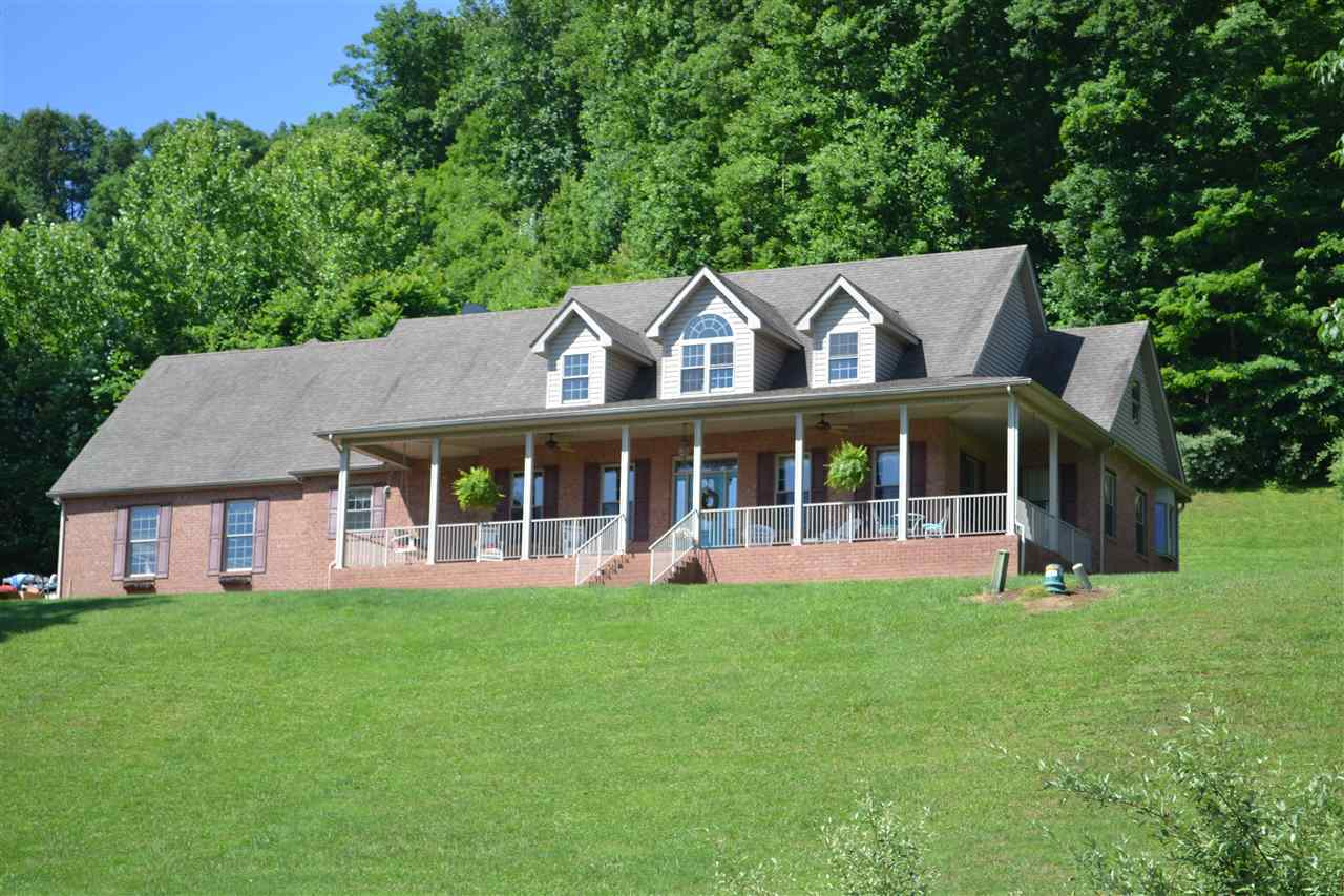 4 Bed 3 Full 2 Partial Baths Home In Huntington For 399 000