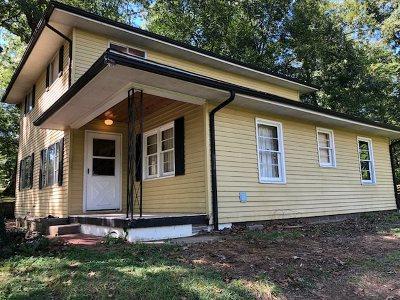 Huntington Single Family Home For Sale: 224 North Walnut Street