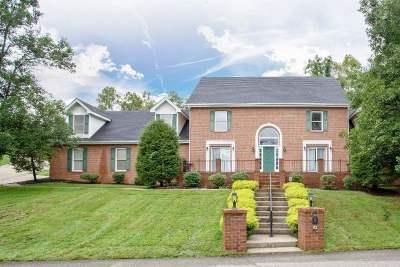 Huntington Single Family Home For Sale: 13 Oakbrook Drive