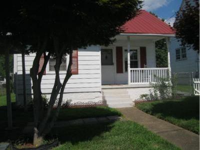 Huntington Single Family Home For Sale: 308 W 22nd Street
