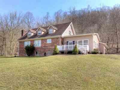 Huntington Single Family Home For Sale: 7190 Merritts Creek