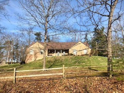 Huntington Single Family Home Act-W/Kickout: 34 Pinecrest Drive