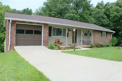 Huntington Single Family Home For Sale: 127 Westwood Lane