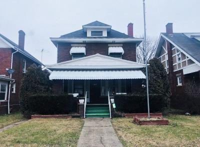 Huntington Single Family Home For Sale: 2976 3rd Avenue