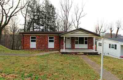 Huntington Single Family Home For Sale: 124 Parkway Dr