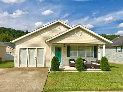 Huntington Single Family Home For Sale: 66 Sunwatch Drive