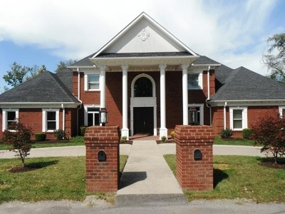 Huntington Single Family Home For Sale: 110 Oak Lane