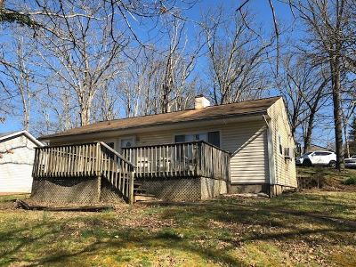 Huntington Single Family Home For Sale: 1425 Spring Valley Circle