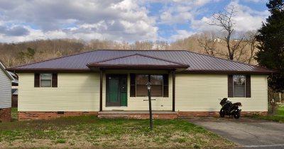 Huntington Single Family Home For Sale: 2845 Maple Lane