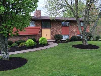 Huntington Single Family Home For Sale: 190 Oakwood Drive