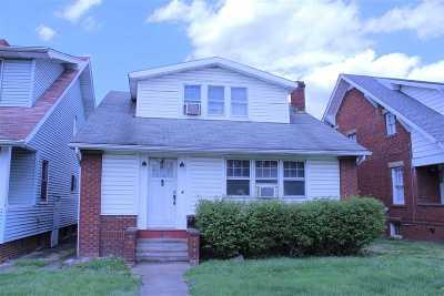 Huntington Single Family Home For Sale: 2218 Adams Avenue