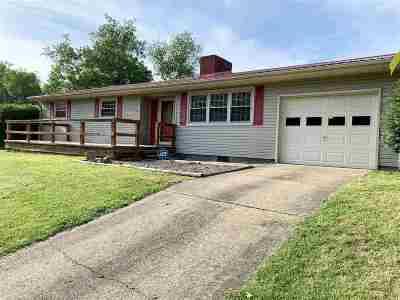 Milton Single Family Home For Sale: 370 James River Turnpike