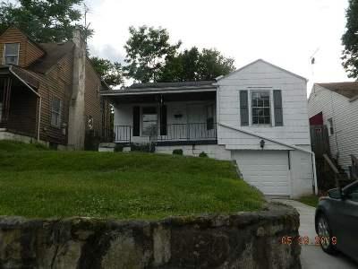 Huntington Single Family Home For Sale: 227 Green Oak Drive