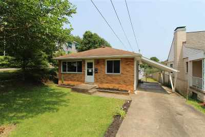 Huntington Single Family Home For Sale: 270 Locust St