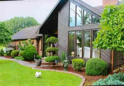 Kenova Single Family Home For Sale: 2195 Ridgelawn Dr