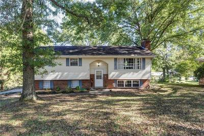 Scott Depot Single Family Home For Sale: 16 Hillsdale Circle