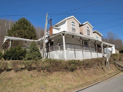 Pine Grove WV Single Family Home For Sale: $76,000