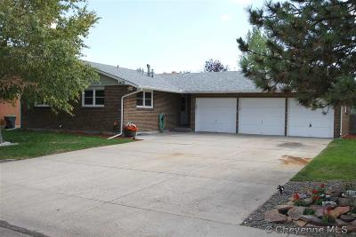 Western Hills Single Family Home For Sale: 825 Evergreen St