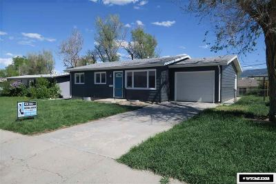 Casper Single Family Home Pending-Continue To Show: 2821 Saratoga