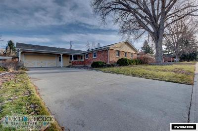 Casper Single Family Home Pending-Continue To Show: 1611 Brentwood